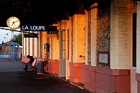 PERSON ALONE ON THE PLATFORM OF THE TRAIN STATION IN LA LOUPE, EURE_ET_LOIR 28, FRANCE