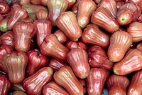 STALL OF ROSE APPLES OR WATER APPLES SYZYGIUM JAMBOS, TROPICAL FRUIT, THAILAND, ASIA