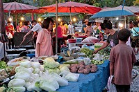 FRUIT AND VEGETABLE STALL, EVENING MARKET, BANG SAPHAN, THAILAND, ASIA