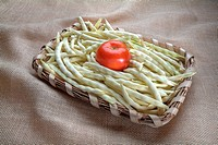 beans with tomato basket