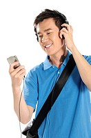 Male university student listening to an mp3 player