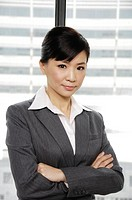 Businesswoman standing with her arms crossed (thumbnail)