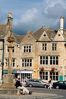 Ancient Cross in Market Square, Stow_on_the_Wold, Gloucestershire, Cotswold District, England, United Kingdom, Europe