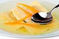 Schwäbische Maultasche mit Fleisch und Spinat gefüllt