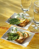 Smoked salmon and asparagus on toast