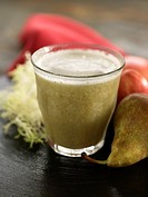Apple,pear and beansprout smoothie