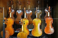 Shanghai (China): Chinese violins, sold in a musical instruments shop in the Old Town