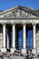 Reichstagsgebaeude in Berlin, Sitz des Deutschen Bundestags. Reichstag in Berlin, seat of the German federal parliament Deutscher Bundestag. Achtung: ...