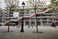Centre George Pompidou, architects Renzo Piano and Richard Rogers, the building contains the Musée National d'Art Moderne that is the biggest in Europ...