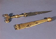 CELTIC ART GOLD DAGGER WITH SHEATH FROM AUSTRIA HALLSTATT TOMB 696  Vienna, Naturhistorisches Museum (Natural History Museum)