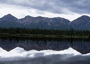 USA, Alaska, Glenn Highway, Mountains reflected in lake