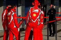 Staff Pirelli, Testing, Jerez de la Frontera, Espanha