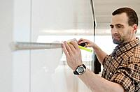 Man measuring wall (thumbnail)