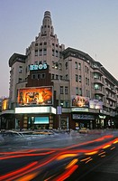 Crowds and traffic outside the Eros movie theatre, Mumbai, India