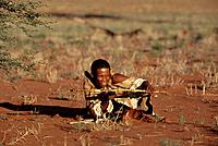 Bushmen, population, SAN, boscimani, Kalahari, Desert, Namibia, Africa, people, native, bow, weapon