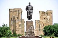 Large Statue of Amir Timur at the ruins of Ak_Saray palace.