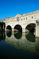The Pulteney Bridge over the River Avon on a clear day. Bath, Somerset, England, UK.