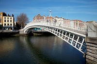 the ha´penny bridge originally called the wellington bridge built over the river liffey in 1816, dublin city ireland