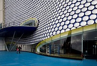 Birmingham. Selfridges Kaufhaus von 2003. Blob_Architektur von Future Systems. Terrasse und Balkon
