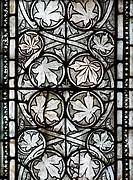 Scheitelkapelle des Chorumgangs, Südostfenster mit Weinlaub