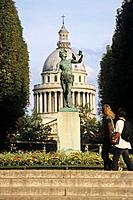 View from Jardin du Luxembourg towards the Pantheon, mausoleum containing the remains of distinguished French citizens 5e Arrondissement, Paris, Franc...