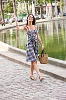 Woman waving her hand and smiling, Paris, Ile_de_France, France