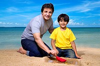 Father with son playing with paper boat on seashore MR779H,779G