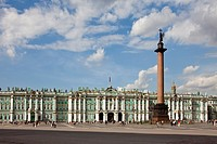 Rusia , San Petersburg City, Dvortsovaya Square , Alexander Column and the Winter Palace Bldg.