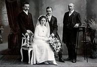 people, couple, bridal couple, photograph by Jandaurek, circa 1900, cabinet card,