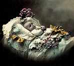 Germany, circa 1908, baby, child´s first birthday, lying in bed, crib, comforter, dummy, pacifier, baby_soother, silencer, flowers, gift, present, bed...