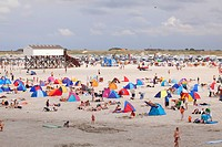 Vacationists at beach, St Peter Ording, Eiderstedt, North Frisia, Schleswig_Holstein, Germany / Sankt Peter_Ording, beach shelters