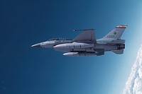 General Dynamics F_16 Falcon in Flight