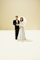 Figurines of bride and groom