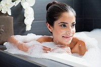 Woman relaxing in bathtube (thumbnail)