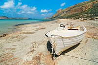 Sea impression with boat at Cape Tigani at Balos Bay _ Europe, Greece, Crete, Gramvoussa, Balos Bay _ Forenoon