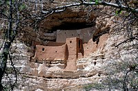 Montezuma´s Castle national monument, a cave dwelling constructed by the Sinagua people, Arizona, USA