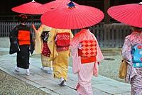 Maiko taking part in the Setsubun Rituals at Yasaka Shine
