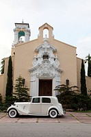 Rolls Royce in front of Cogregational Church, Coral Gables, Miami, Florida, USA