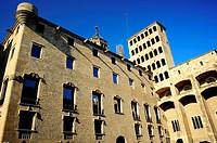 Fachada y balcón redondo en esquina del Palau del Lloctinent, Antoni Carbonell estilo renacentista, siglo XVI-XVII, Barcelona, Catalunya, España.