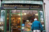 France, Paris. A typical bakery, or ´patisserie´.