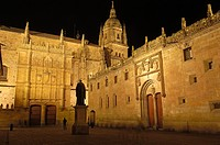 Fray Luís Ponce de León statue on Patio de Escuelas square, University of Salamanca, Salamanca, Castilla-Leon, Spain