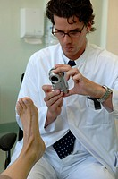Clinic fŸr Plastic Surgery _ doctor photo foot