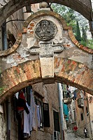 THE MAIN STREET REGIA MUNITAE RUPIS VIA THAT LEADS TO THE FORTRESS AT THE TOP OF THE HILL, OLD FORTIFIED TOWN OF KOTOR, THE BAY OF KOTOR, MONTENEGRO, ...