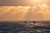 KITESURFERS ON THE SEA AT SUNSET, CAYEUX_SUR_MER, BAY OF SOMME, SOMME 80, FRANCE