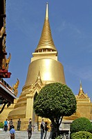 THE GREAT GOLDEN CHEDI PHRA SI RATTANA, WAT PHRA KAEO WAT PHRA KAEW OR TEMPLE OF THE EMERALD BUDDHA, SITUATED WITHIN THE GROUNDS OF THE ROYAL PALACE, ...