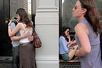 TEENAGERS IN THE STREET, SOHO, MANHATTAN, NEW YORK CITY, NEW YORK STATE, UNITED STATES