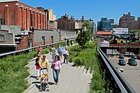 HIGH LINE PARK, AN URBAN PARK LAID OUT ON AN OLD ELEVATED RAILWAY LINE, MEATPACKING DISTRICT, MANHATTAN, NEW YORK CITY, NEW YORK STATE, UNITED STATES