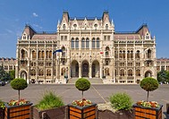 Main entrance to the neo_gothic Hungarian Parliament building, designed by Imre Steindl, dating from 1902, Budapest, Hungary, Europe
