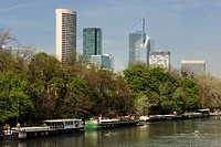 France, Hauts de Seine, Suresnes, the banks of the river Seine and the towers of la Defense