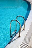 Aluminium steps into a swimming pool